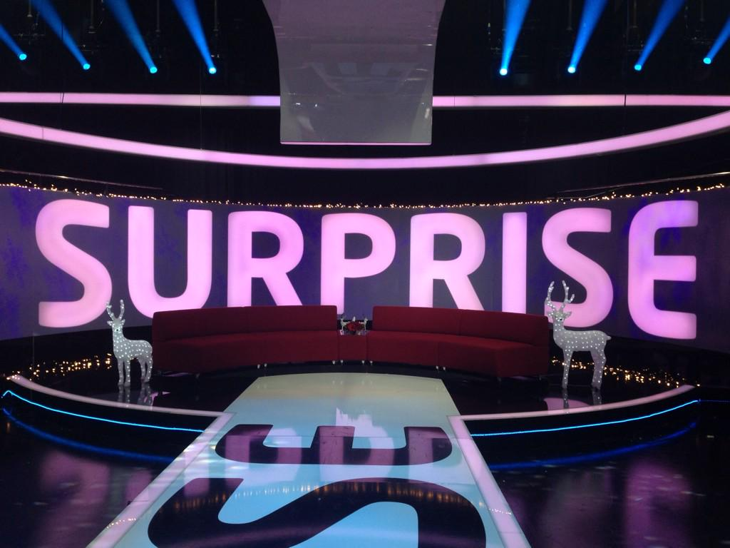 RT @SurpriseITV: We've got the reindeer out so that can only mean one thing! #SurpriseSurprise #ChristmasSpecial tonight at 8pm @ITV http:/…