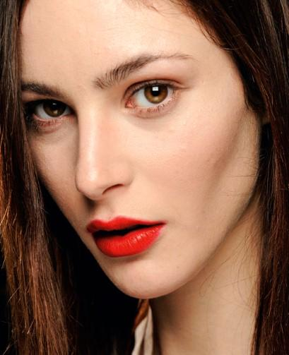 How to rock a red lip this Christmas, by beauty editor @soniaharia http://t.co/ntME6WtOQb http://t.co/d7EXpTfHVp
