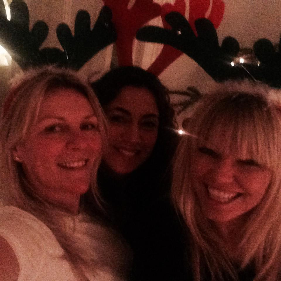 When your best friends come for Christmas! #feelingfestive #feelingthelove x http://t.co/iRSShVE5EP
