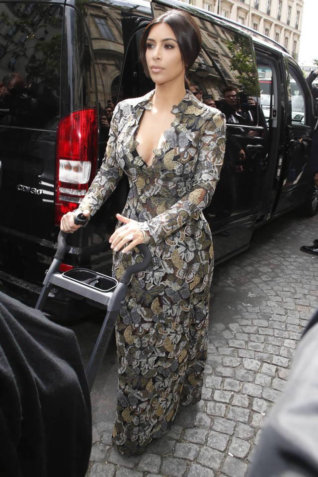 Kim Kardashian's top 50 looks of 2014: http://t.co/4KYsysazV3 http://t.co/SOI0ZSPrAU