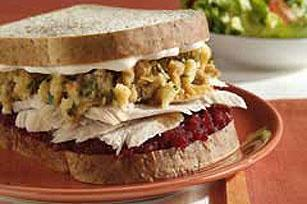wee haf turkey wif all th trimmins sandwitch hehe @MouseFaceMeow @CatizenSmith @ravenspickles #skatepawty http://t.co/zh7edYVYoO