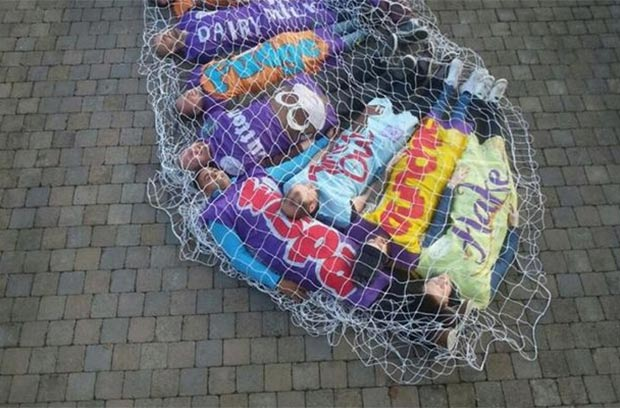 RT @TheSunNewspaper: Are these the best fancy dress outfits ever? http://t.co/bsDH0ia95n http://t.co/HH6U1nBZoC