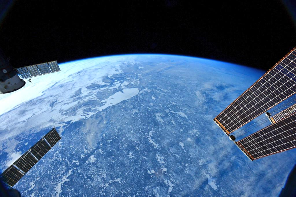 Clear day over the Canadian Arctic - as seen by @AstroTerry onboard ISS http://t.co/W85XFV54XF