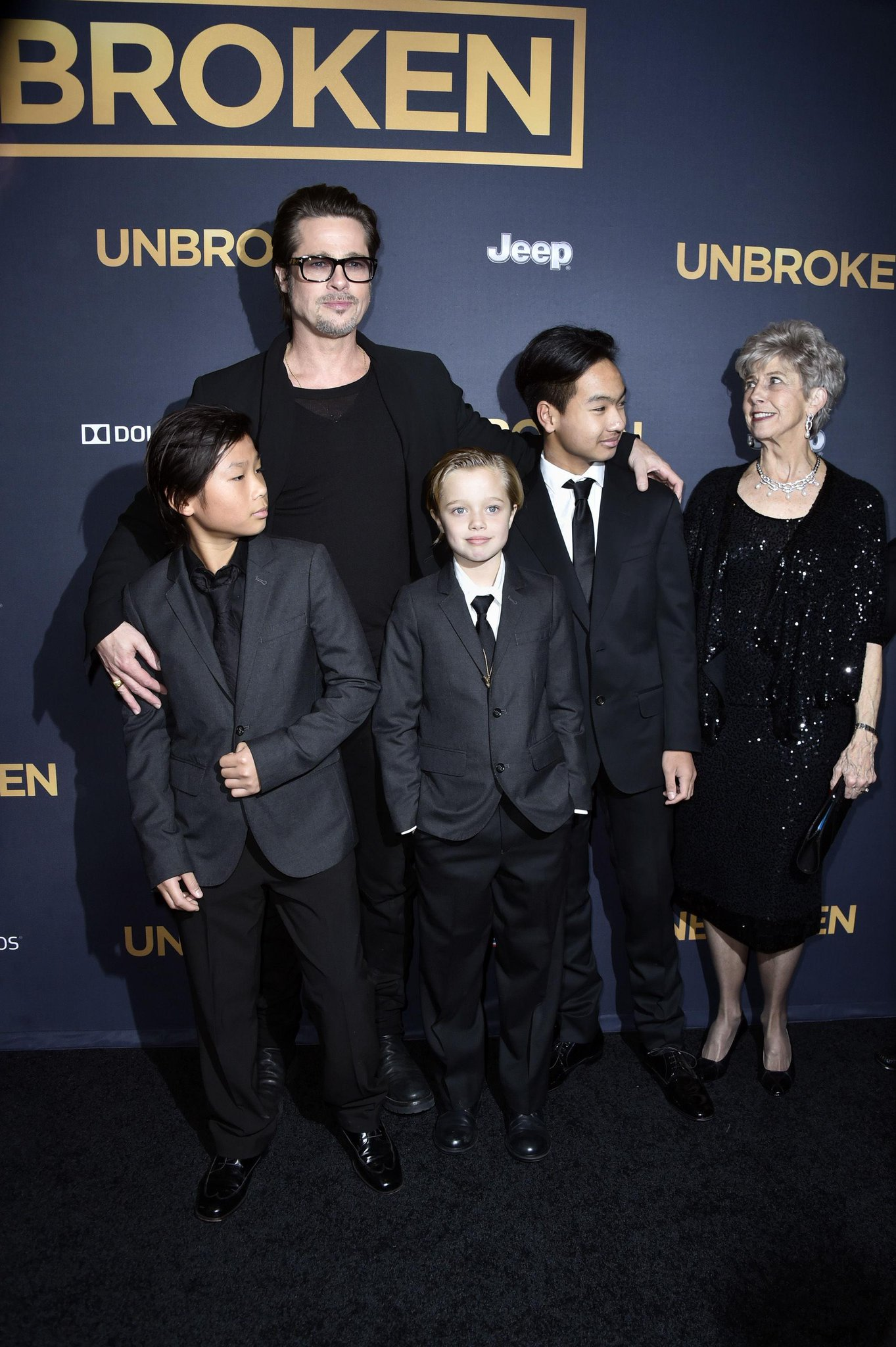 Shiloh Jolie-Pitt is really cute in her suit and tie: http://t.co/JehgQDeRI5 http://t.co/pUhz11eeQk