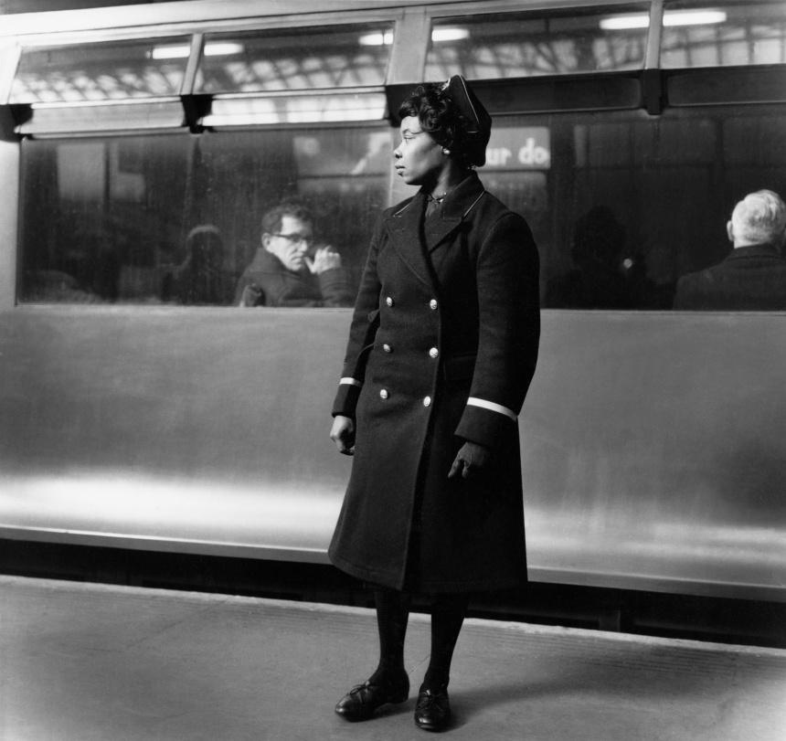 RT @FeministPics: Earls Court underground station, 1960. Photo by Jane Bown who has died aged 89. http://t.co/bq2mhsyxll http://t.co/KJTSTR…