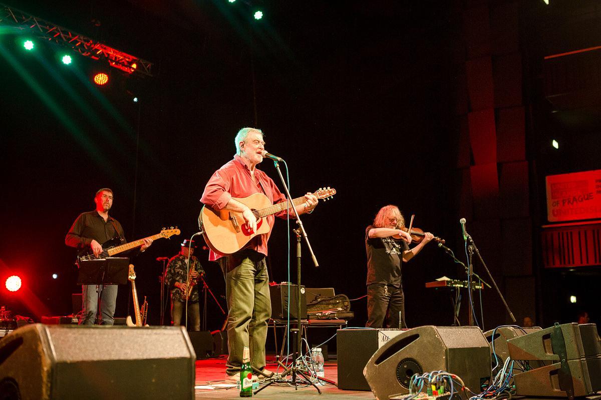 Máme za sebou letošní poslední koncert - Michal Prokop. Díky všem za podporu našeho projektu Forum Karlín. FK http://t.co/0FCki8OSSi