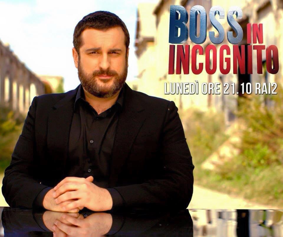 """STASERA IN TV, GUESTSHARE & TOTOSHARE LUNEDÌ 22 DICEMBRE 2014: """"CHE DIO CI AIUTI 2″ (RAI1) AFFRONTA """"JOHNNY STECCHINO"""" (CANALE5) MENTRE LA CASAROTTO MANDA IN CAMPO """"TWILIGHT"""" (ITALIA1) PER CONTRASTARE IL DEBUTTO STAGIONALE DI """"BOSS IN INCOGNITO"""" (RAI2). CON L'INCOGNITA SFORO RIGORI DELLA SUPERCOPPA, """"CENA TRA AMICI"""" (RAI3) È L'ALTERNATIVA A """"MAJOR CRIMES"""" (RETE4). PER I PIÙ AVVENTUROSI, """"PIAZZAPULITA"""" (LA7) DELLE GENERALISTE PER SCEGLIERE CON """"ATTO DI FORZA"""" (CIELO) UNA PROPOSTA DELLE DIGITALI"""