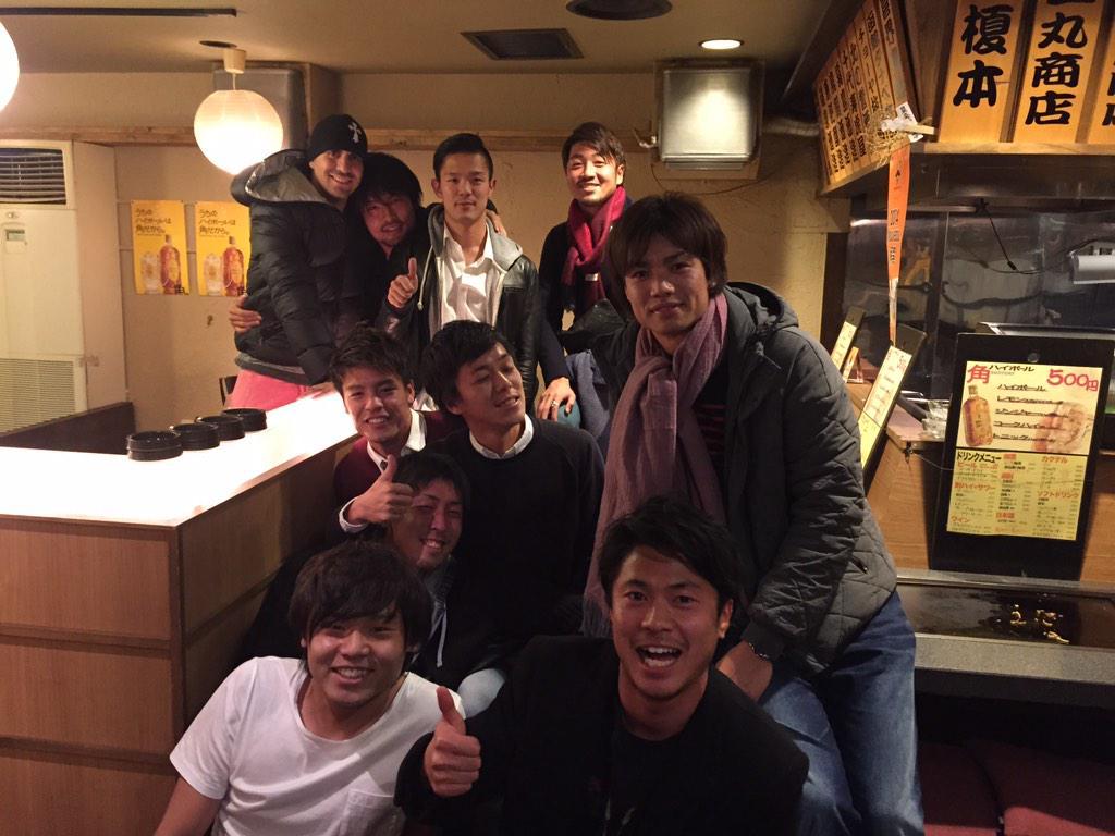 毎年恒例の『浦和を去った男達』が開催されました‼︎ 今回のメンバーは高崎、赤星、近藤、西澤、セル、大谷、永田、濱田、岡本、小池です(^^) 懐かしい話で盛り上がる。笑 http://t.co/It1jV40lzK