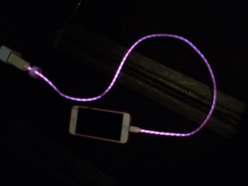 光る充電器買っちゃったーーーー#LED pic.twitter.com/A9XYeT7QnM