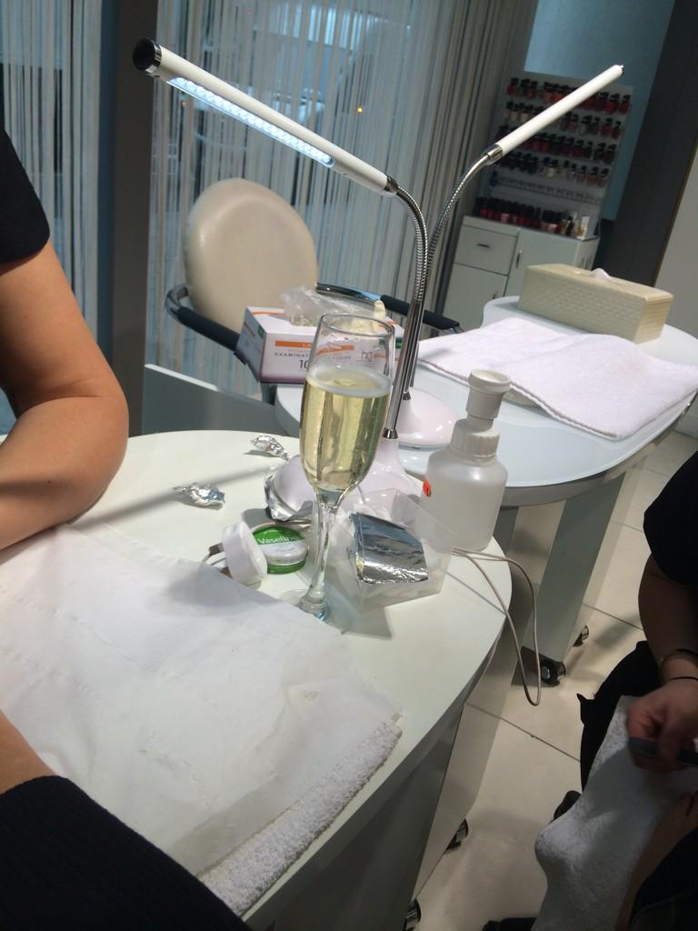 Never too early for bubbles at my fave place @melodyandbeauty http://t.co/MpMioc6kLI