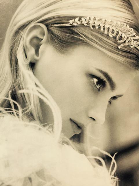 Love the model of #chanel #plumedechanel ad. So elegant not ugly like #prada ads. http://t.co/qWbmNNZQNx