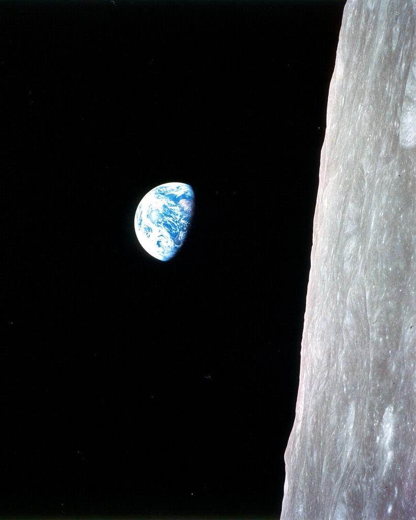 #Today in 1968, a few minutes after b/w image, Apollo 8 crew takes iconic color image of Earthrise http://t.co/uuCMHgTVkH