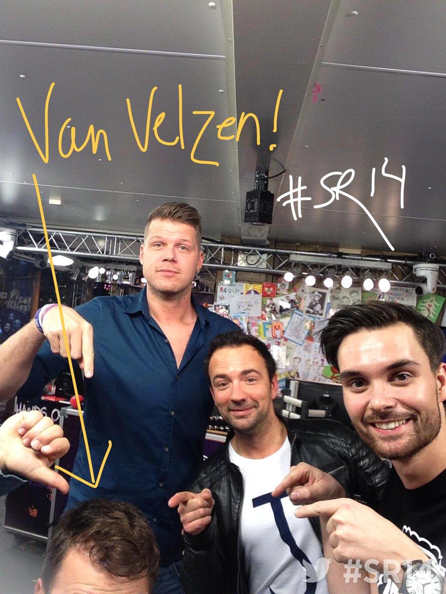 Jaaaa, @vanvelzenmusic in het huis. En op de foto! #3FM #SR14 http://t.co/m80Bedk6Mb