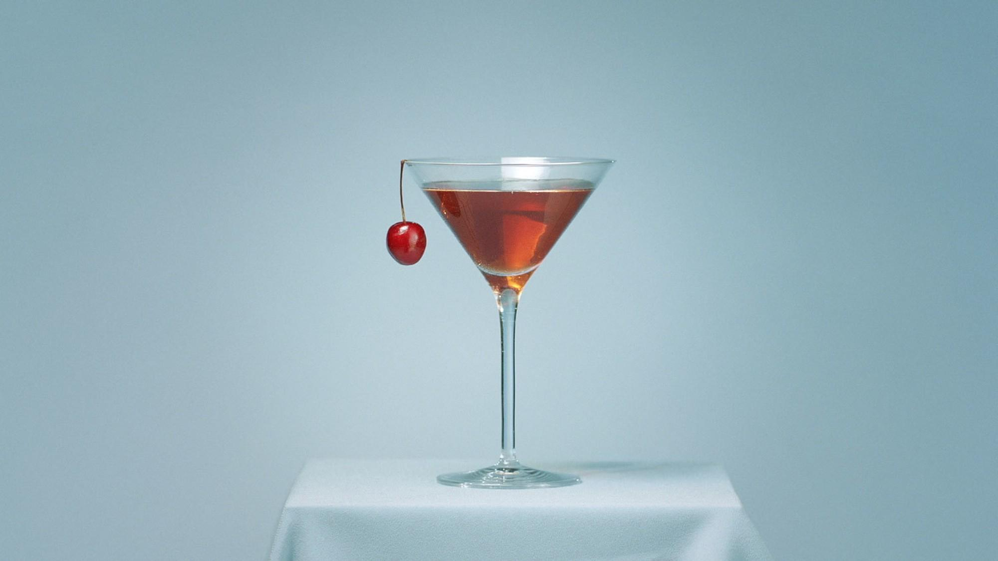 Time for a night cap? Mix the perfect Manhatten with i-D: http://t.co/2R0iN3rc8Z http://t.co/9rzpZjOzTN
