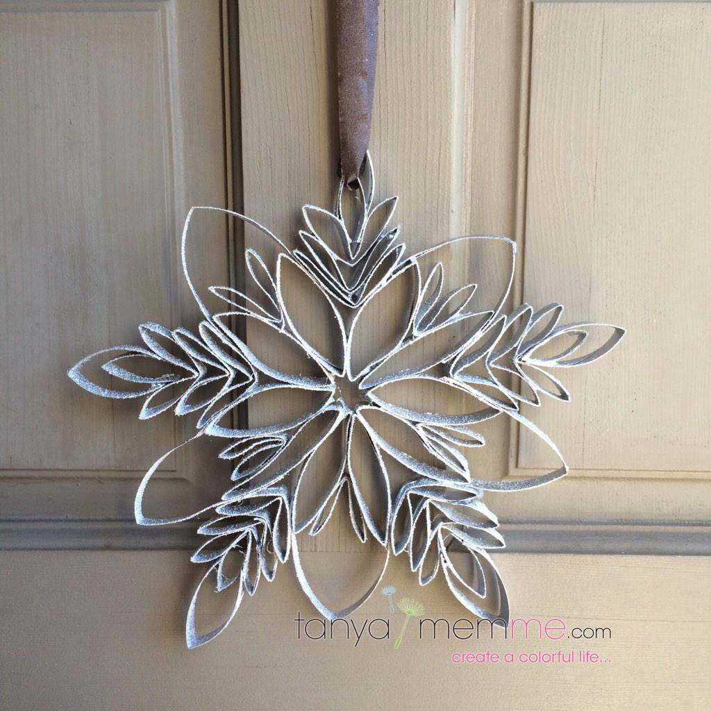 Tanya memme on twitter a snowflake i made out of toilet for Decoration murale toilette