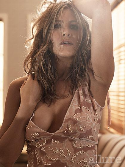 """When asked why the word """"feminism"""" is so complicated, #JenniferAniston said: http://t.co/hjOJ4rR2d0 http://t.co/B53Bll0RBC"""