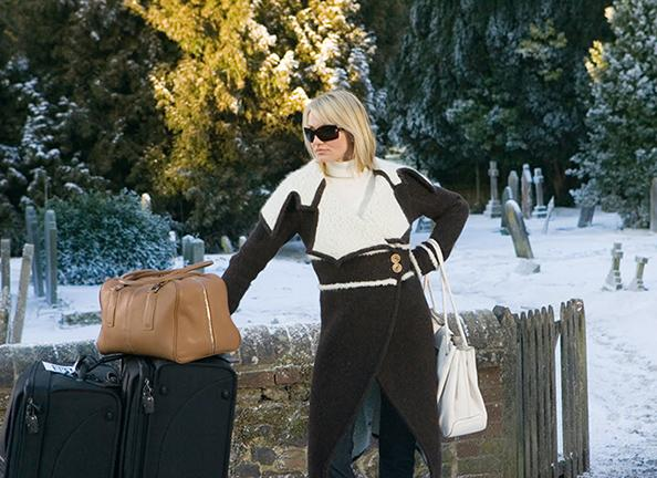 Heading out of town for the holidays? Here's how to pack for your trip with less than 20 items http://t.co/oUgX26ifrx http://t.co/TbWRavymvP