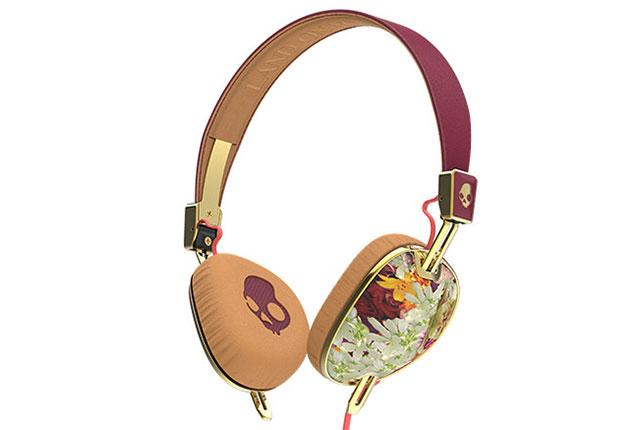 Listen up. Headphones are the hair accessory of the moment. http://t.co/Q9LrrUysnq http://t.co/BJqQpCSWm1