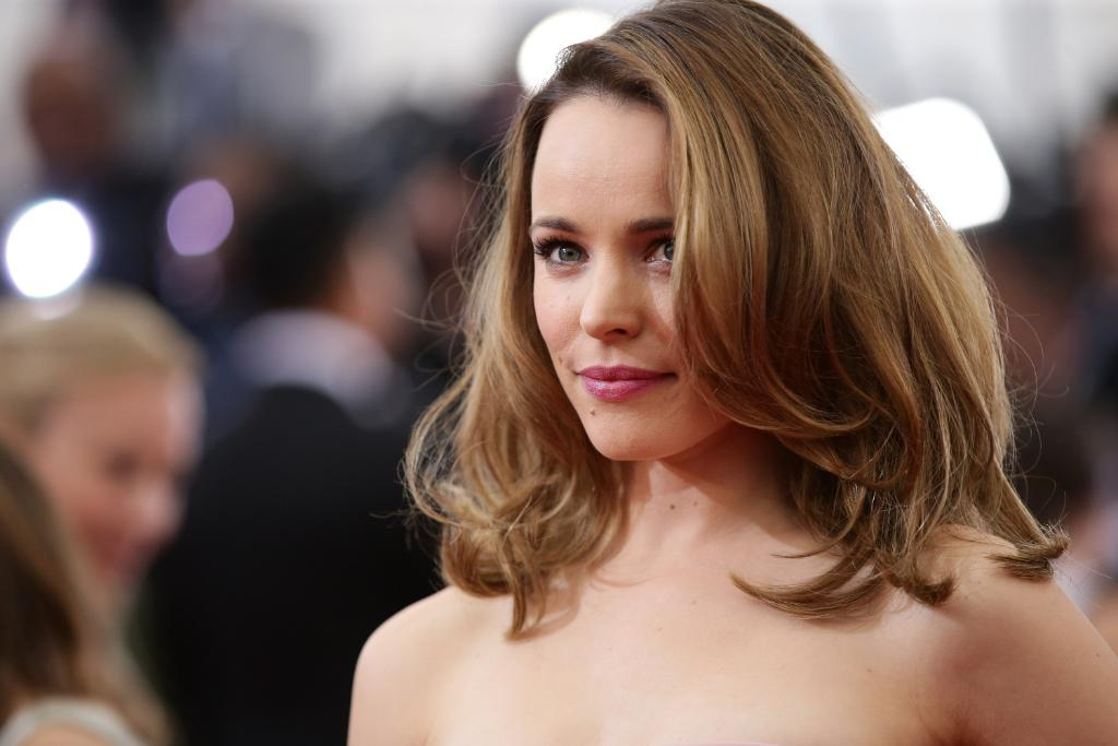 Rachel McAdams has decided to take ombre hair to a WHOLE new level: http://t.co/9er4eao4HE http://t.co/j3JGvg2H02