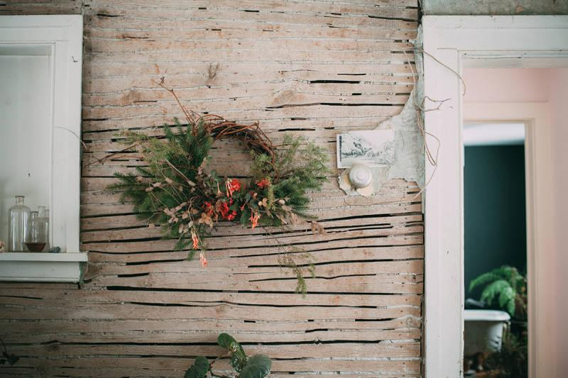 If it's possible for a holiday wreath to be sexy, here's how to make it so: http://t.co/4nRSvSzTVf http://t.co/MGC1iCUa4d