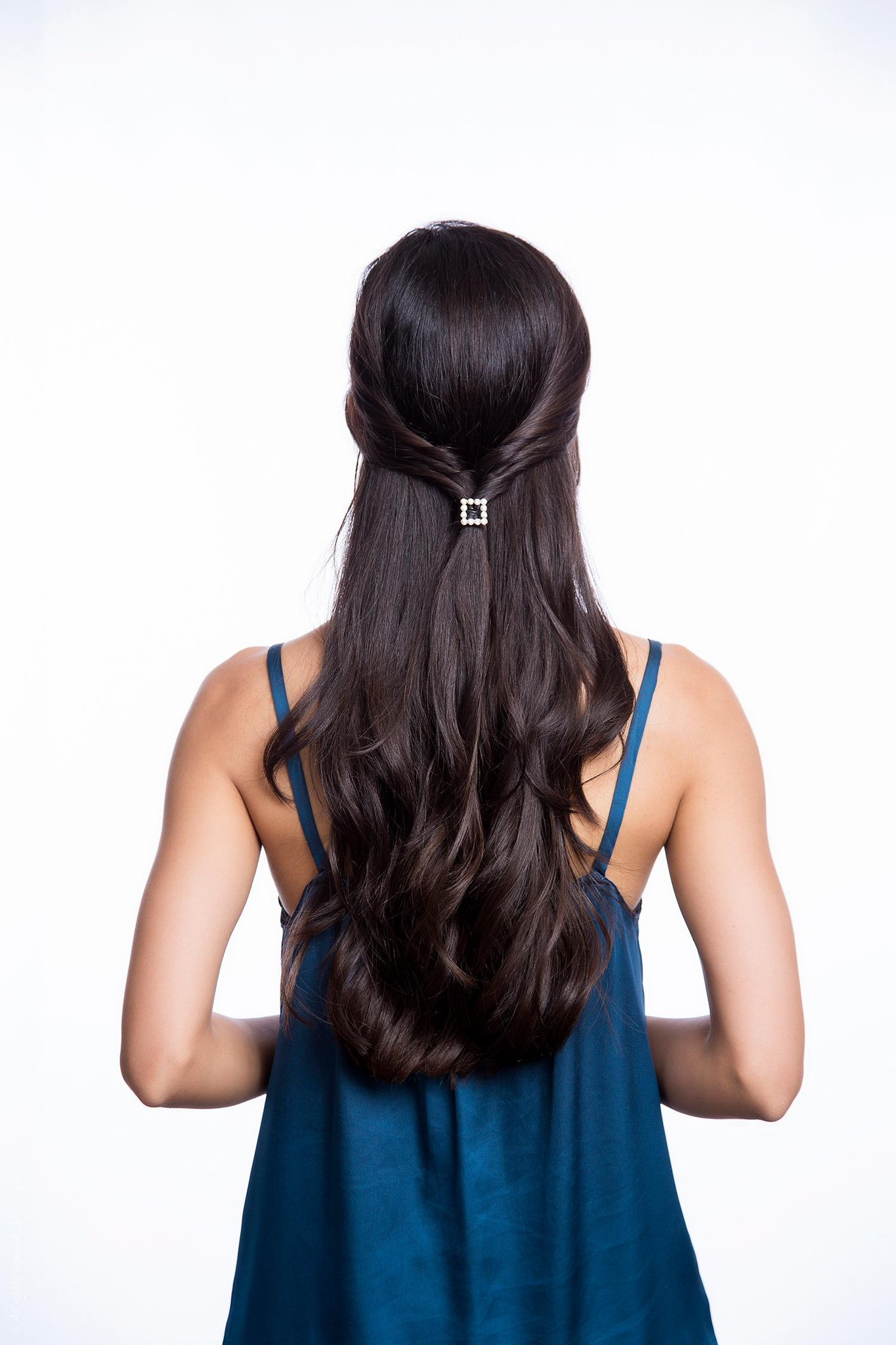 An easy half-up hair tutorial for all of your holiday parties: http://t.co/VEqh7nFnsc #howto http://t.co/duS3CRarx2