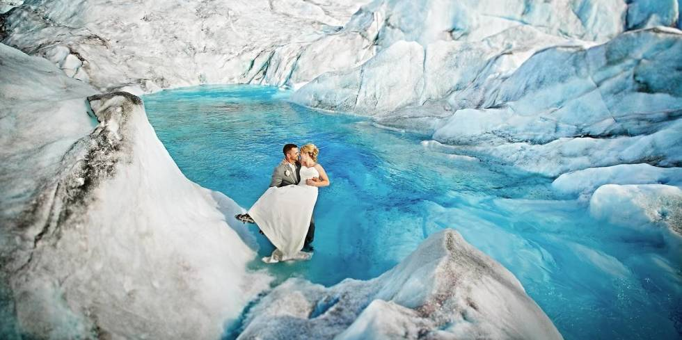 The 12 best wedding photos of 2014, and the amazing stories behind them http://t.co/uWjDrI0ZZs http://t.co/wm3P1twmS5