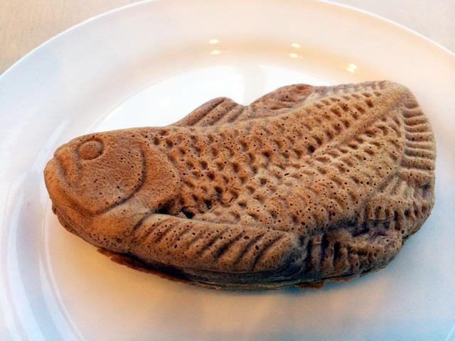 アクアマリンふくしまで売られてる、シーラカンス版たい焼き「ゴンベ焼き」が意外と知られてなくてビックリ。 古生物+たい焼き好きな方はぜひ・・・お味はたい焼きw pic.twitter.com/cFuoYBGyTM