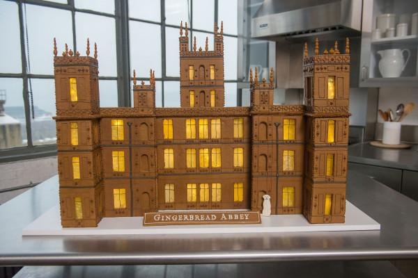 Amazing gingerbread house #DowntonAbbey created by @MarthaWeddings of @HighclereCastle http://t.co/YzLVugQncb