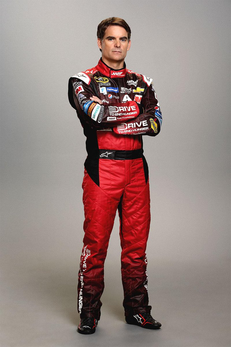 While we may not have flames, we think @JeffGordonWeb's new fire suit is SMOKIN'! #Team24 http://t.co/exEZWwnZ4j