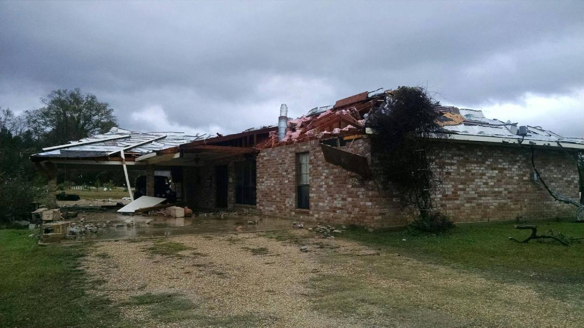 NWS confirms tornado ripped roof off home near Amite, no injuries. Image; WWL-TV http://t.co/CBOwLv3LJS http://t.co/CCu0jU4kR9