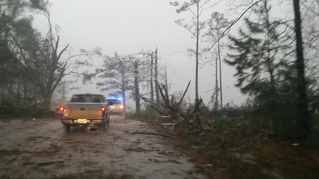 Columbia, MS tornado.  #mswx @NickLiljaWDAM http://t.co/ZrPSseAbJu