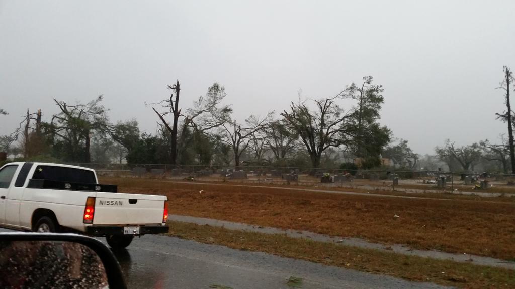 Woodlawn Cemetery on Hwy 98 Columbia, MS. Tornado damage. #mswx @NickLiljaWDAM http://t.co/Tyf7hnm4Sm