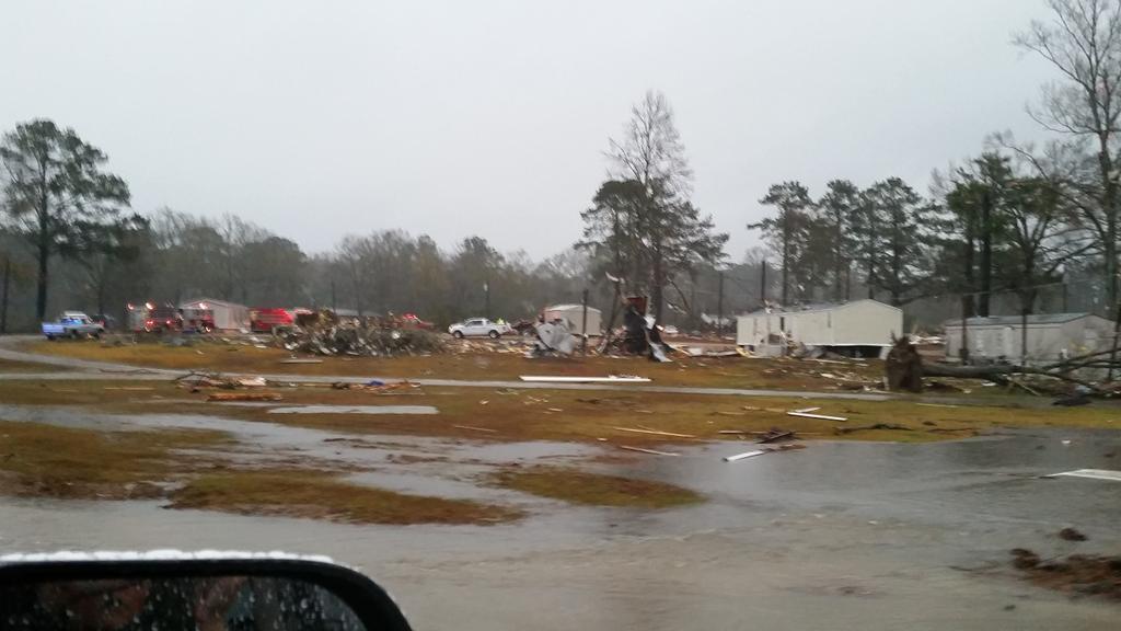 Tornado damage in Columbia, MS. #mswx @NickLiljaWDAM http://t.co/BmGAitia6T