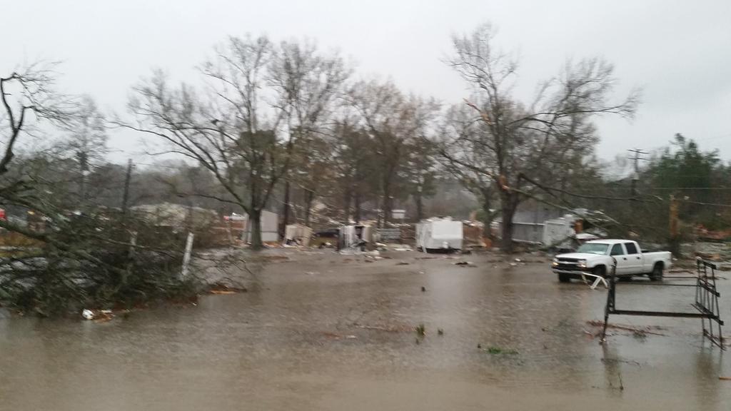 Tornado damage in Columbia, MS. #mswx @NickLiljaWDAM http://t.co/eusBbPFgwc