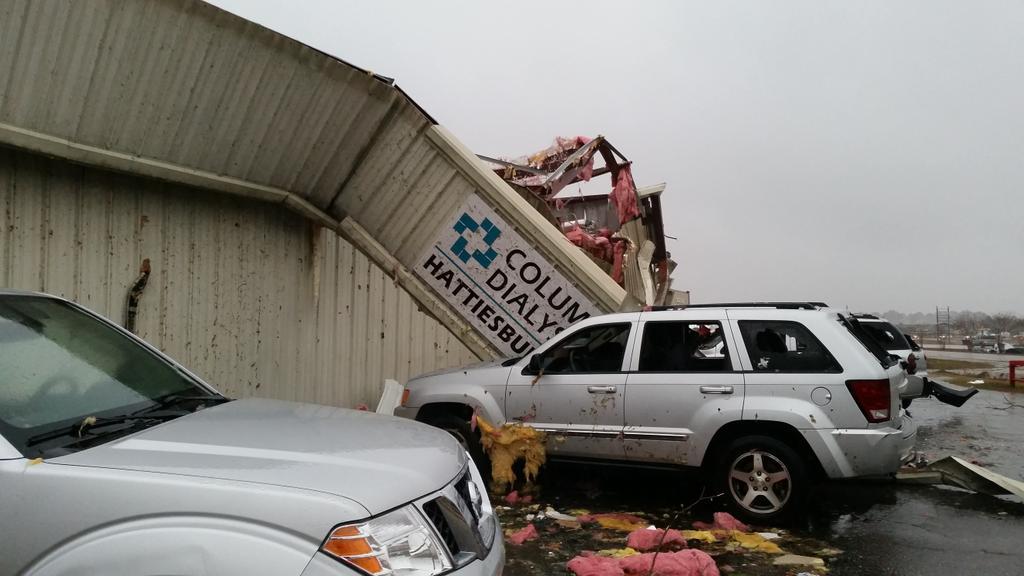 Tornado damage in Columbia, MS.  Hattiesburg Clinic Columbia Dialysis.  #mswx @NickLiljaWDAM http://t.co/KvOLpWOIGl