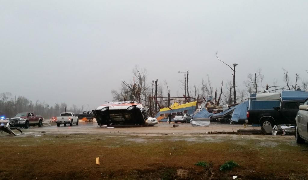 Tornado damage in Columbia, MS. Hattiesburg Clinic Columbia Dialysis.  #mswx @NickLiljaWDAM @reedtimmerTVN @spann http://t.co/bqlWP84akV