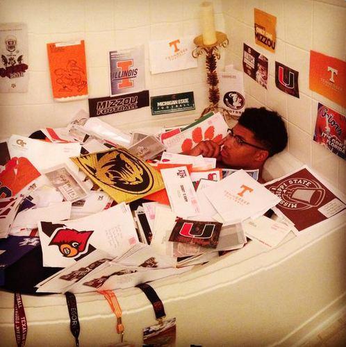 """@ESPNCFB: HS LB Quart'e Sapp is literally bathing in recruiting letters. http://t.co/EDiDdLILAa http://t.co/Zwrk38jRlC"" childish"
