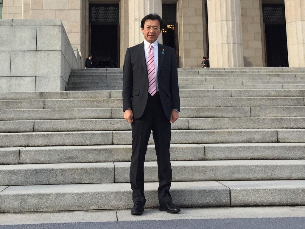 国会議事堂の中央玄関から登院するのは特別国会の時だけです。 http://t.co/ny3YM1gV0r