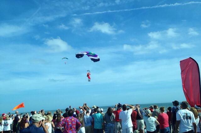 Skydiving Santas Drop In On The Surfing Santa Event Cocoa Beach Http