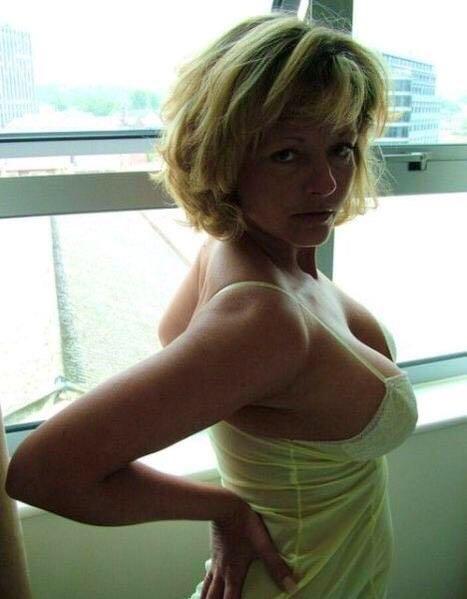 naked Rika gilf