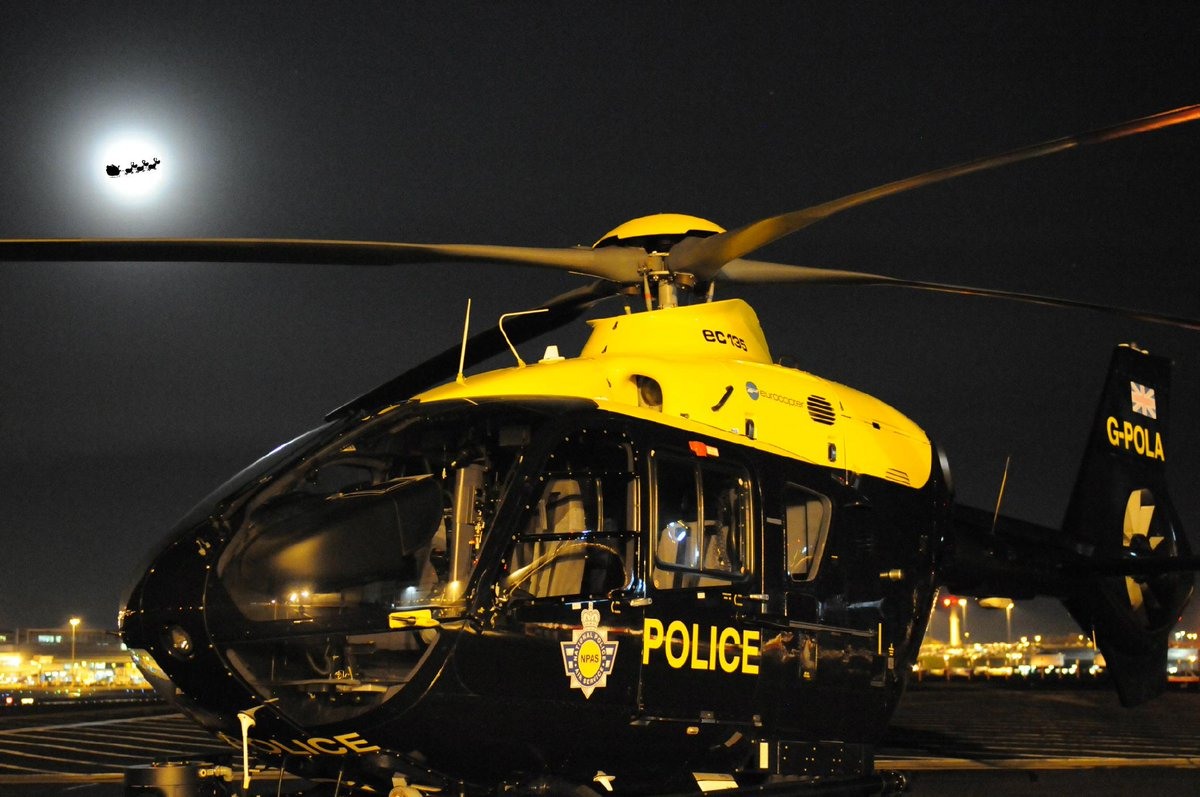 You're not going to believe who we've caught in this photo over #BirminghamAirport Only #SantaClaus Merry Christmas! http://t.co/oAMU50rBM8