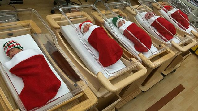 How cute is this? Hospital puts holiday newborns in Christmas stockings. http://t.co/p4HcE2Oryy http://t.co/QPFpVi6lSc