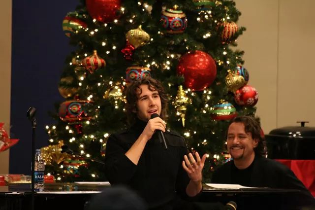 Josh Groban Christmas.Josh Groban On Twitter Merry Christmas From Me Too