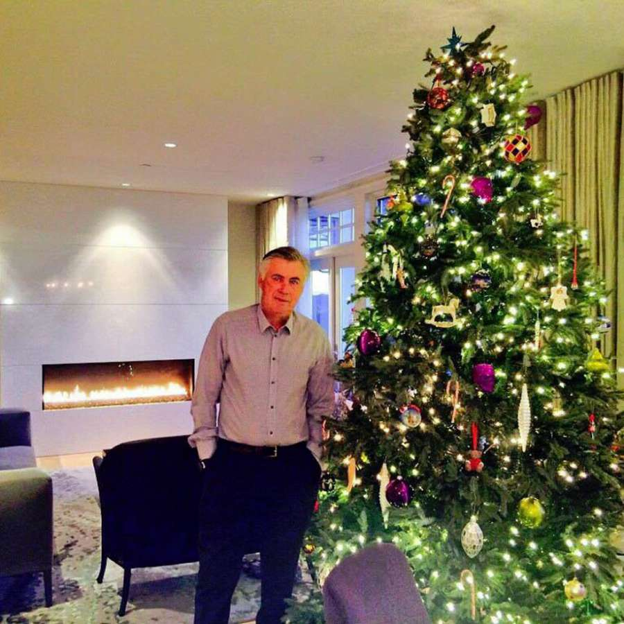 Carlo Ancelotti felicita la Navidad ▶ http://t.co/sxhsTbfAWz http://t.co/AzCdhXQlXF
