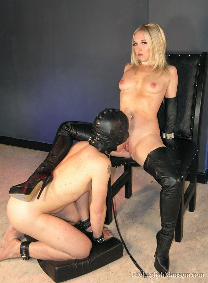 leather pussylicking