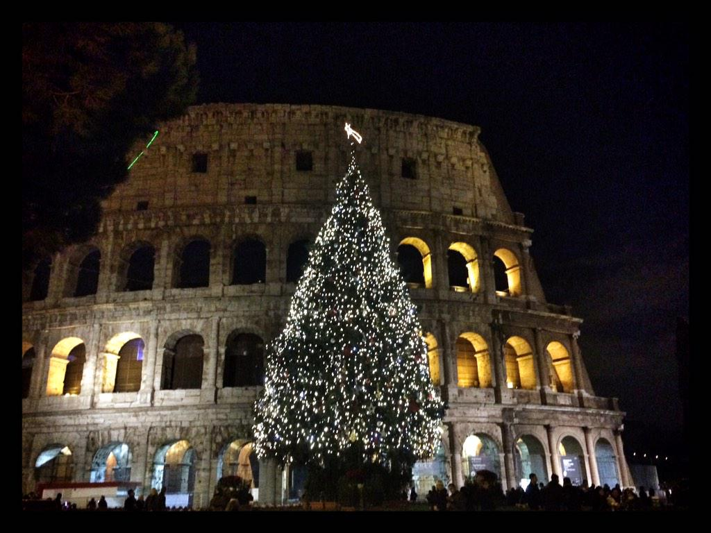Colosseo #Christmas tree - now THIS looks Christmassy!!