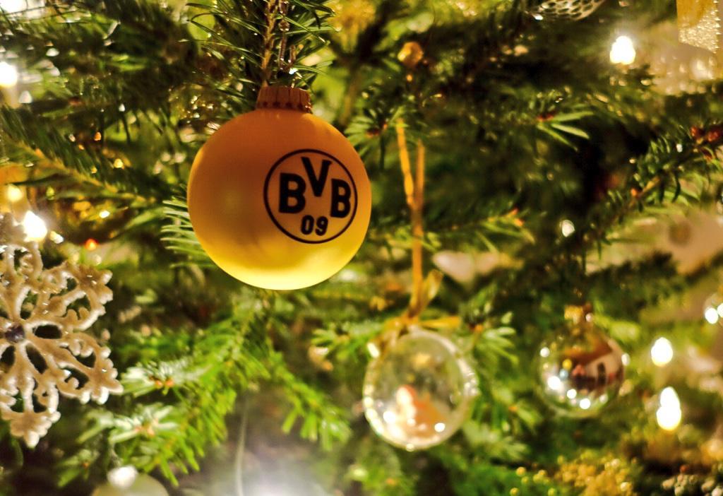 Bvb Weihnachtsbaum.Borussia Dortmund On Twitter So Muss Ein Weihnachtsbaum Aussehen