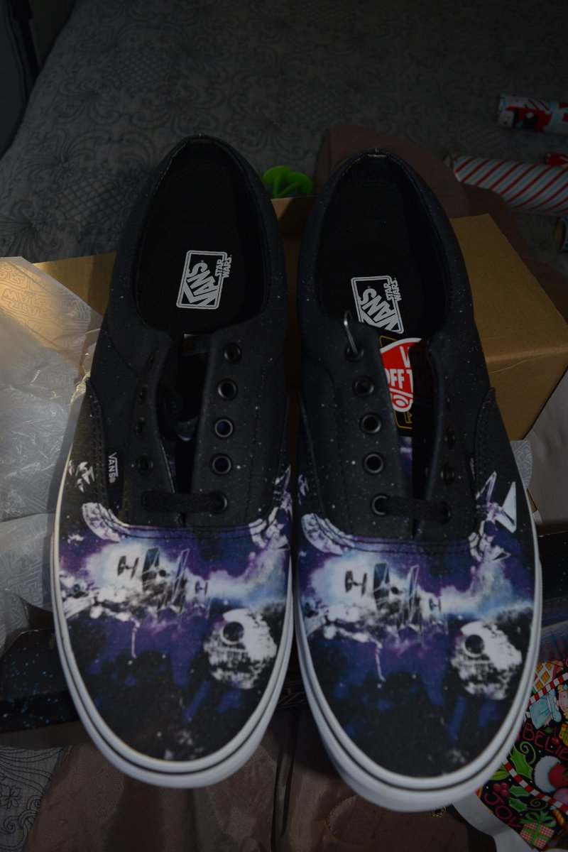 97012644c558d3 I got some new Vans Star Wars shoes with lightsaber  laces.pic.twitter.com 91P3yV4BYY