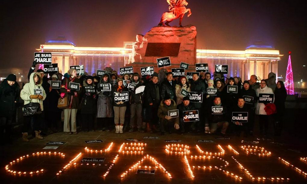 Beautiful photo of last night's #JeSuisCharlie vigil in Ulaanbaatar, #Mongolia via @ChimeddondogTs @oyunlt http://t.co/kdbRXAbvt0