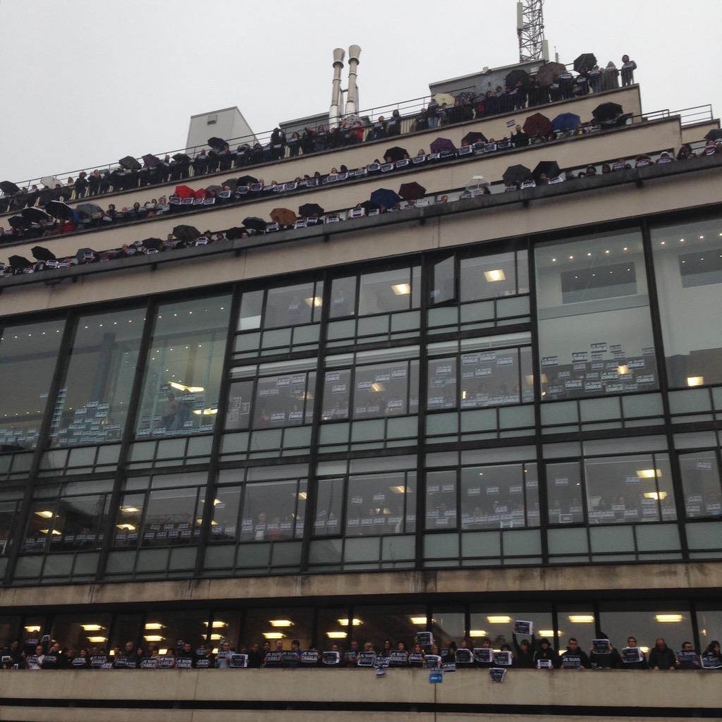#JeSuisCharlie au siège de l'AFP à Paris http://t.co/VwIV05F1Ve
